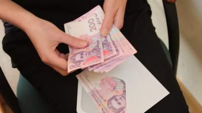Стало известно, сколько украинцев получают зарплату больше 10 тысяч гривен