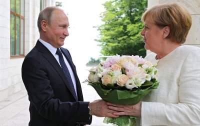 Меркель и Путин обсудили транзит газа через Украину