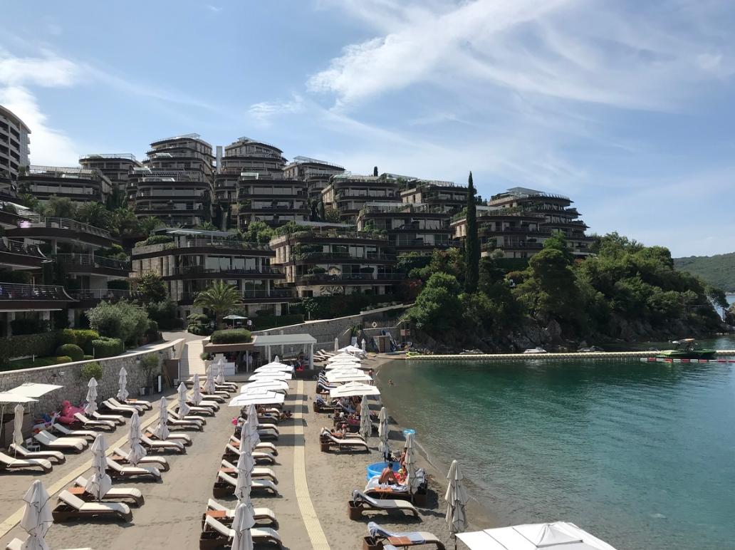В Черногории проданы три роскошные квартиры за 420 биткоинов