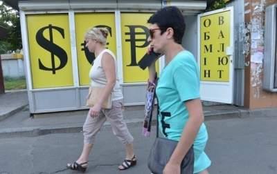 В обменных пунктах киевских банков подорожал доллар