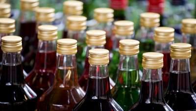 Стало известно, сколько на украинском рынке нелегального алкоголя