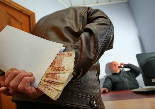 В России за год сумма взяток выросла почти в три раза до 7 млрд рублей