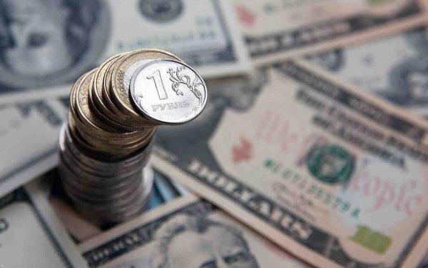 На старте торгов рубль падает к доллару и укрепляется к евро