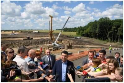 Кабмин увеличит финансирование дорожного строительства до 56 млрд гривен