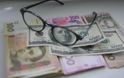 Впервые украинцы начали больше покупать валюту в банках, чем продавать