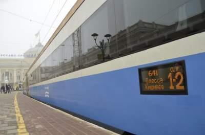 «Укрзализныця» временно запретит возвращать билеты онлайн