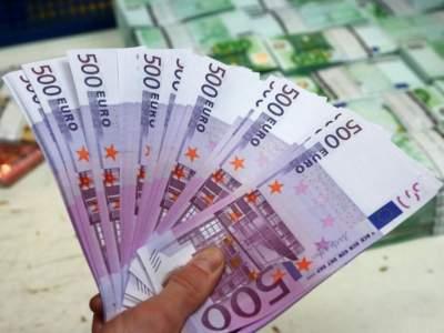 С украинцев могут взимать комиссию за обмен купюры в 500 евро