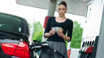 Стало известно, на сколько за год в Украине подорожал бензин