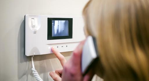 Видеодомофоны для охраны  разных объектов и приватных территорий